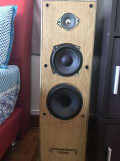 LG CD Player and two Wooden Philips speakers coming in a set