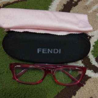 Kacamata fendi