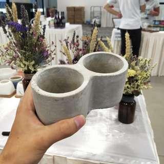 Cement pot without holes