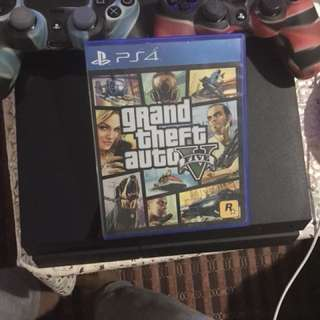 ps4 fat with 2 controller and gta V