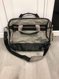 英國名牌diesel 灰色拼黑色仿皮側咩電腦袋包bag $58 齊標吊牌 順豐到付