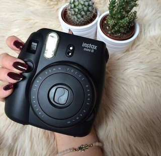 LOOKING FOR :instax mini 8/9 black