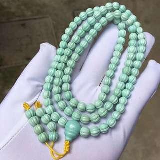 原礦瓜珠高瓷藍綠108佛珠 尺寸:6.5毫米 重量: 34.95克 高瓷藍綠,乾淨️鐵線! 特價:8900🉐️不議價