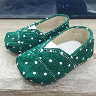 Sepatu prewalker bayi laki laki