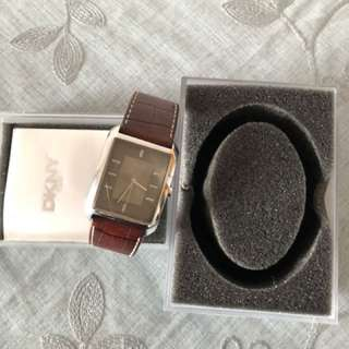 Dkny watch 85% new