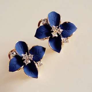 1Pair Women's Camellia Of Design Of Flower Pattern Earrings