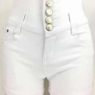 HIGHWAIST BUTTON WHITE DENIM SHORT