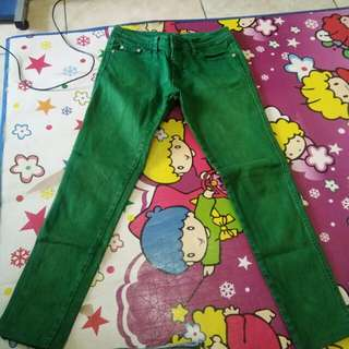 Jeans warna ijo