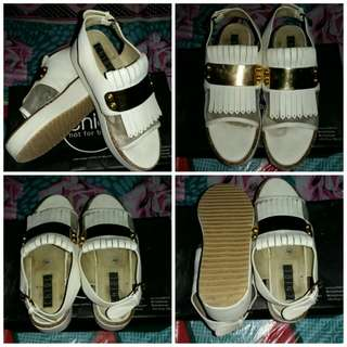 Chiel shoes white window