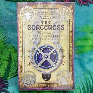 📖 The Sorceress 🧙‍♀️- The Secrets of the Immortal Nicolas Flamel