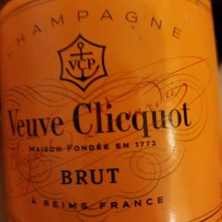 VEUVE CLICQUOT CHAMPAGNE, FRANCE 375ml