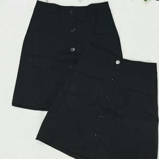 Buttondown skirt with front pocket
