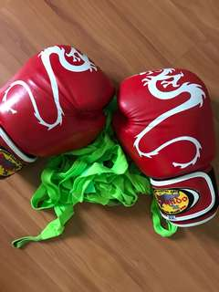 Boxing gloves with wrap