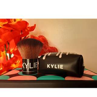 Kylie Kabuki Brush (with Pouch)