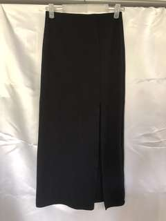 Long fitted skirt with slit