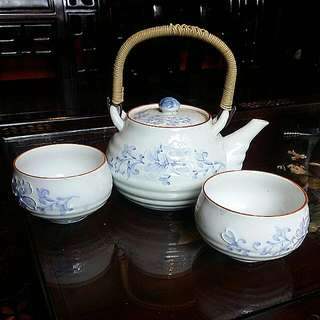 "Special ""Dented"" Japanese Vintage Antique Porcelain Teapot Blue White And 2 Teacups"