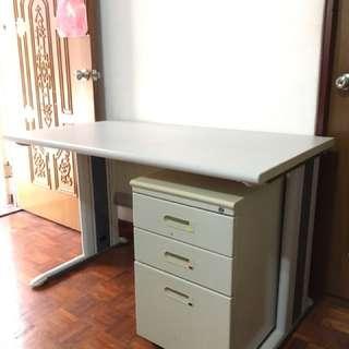 【搬家便宜售】四尺 四抽 辦公桌 主管桌 事務桌 工作桌 電腦桌 會計桌 談桌 書桌 鐵桌 二手