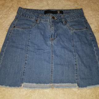Denim skirt. Size 10.
