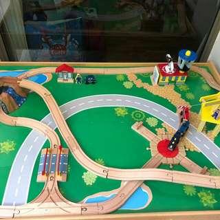 Kid Kraft train table