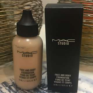 Mac Face And Body Foundation C2