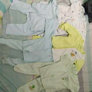 0-6 months baby apparel. (5 set)
