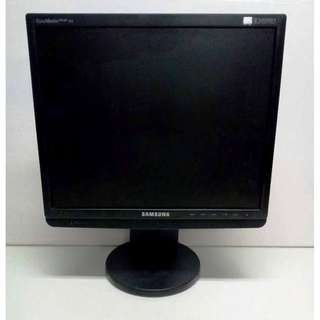 17 Inches LCD Samsung Monitor with Black Frame