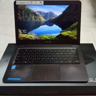 ASUS ZenBook UX305F (1.2kg)