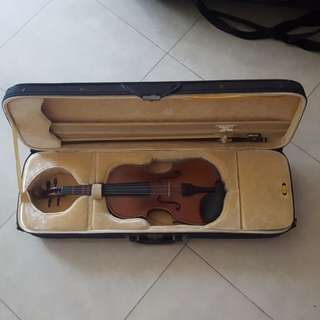 1/4 size violin with shoulder rest