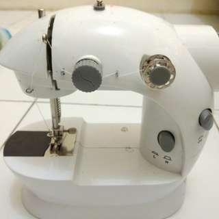 Mini sewing machine (mesin jahit mini)
