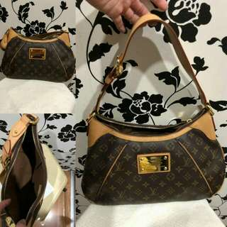 PRE LOVED FOR SALE Helping my friend to sell this 100% Authentic Original price was 50k,  bought in la fayette Paris -LV Thames Monogram GM -Very seldom used. Looks new. Dustbag inclusion  Selling price: 35k