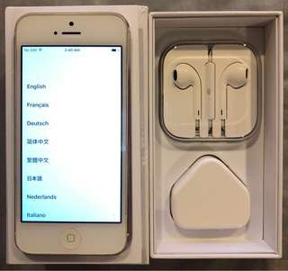 Iphone 5 White (new Apple charger and ear piece)