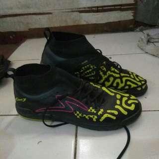Sepatu futsal,  km original