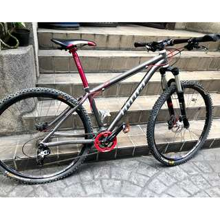 29in Alloy Niner EMD9. Shimano Parts. Hydraulic Disc Brakes