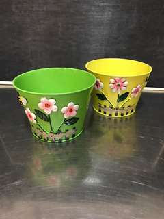 Garden themed metal plant pot. Pail