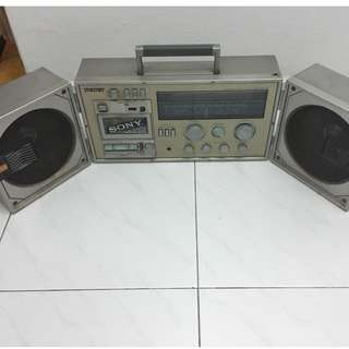 Vintage Sony cassette player  ( battery operated)