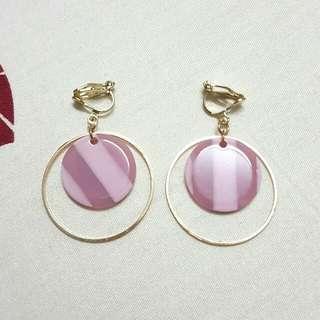 粉紅圓形耳夾