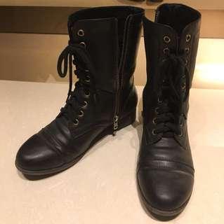 🚚 黑色靴子