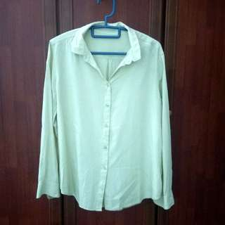 Soft Yellow Uniqlo blouse #mcsfashion #UNDER90