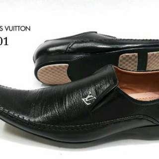 Sepatu louiz vuittton asli (kulit)