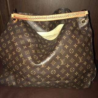 Louis Vuitton Artsy GM Size