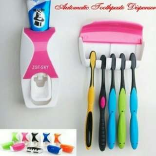 Tempat sikat gigi dan dispenser odol