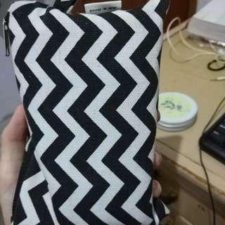 Kotak Pensil Motif Zebra