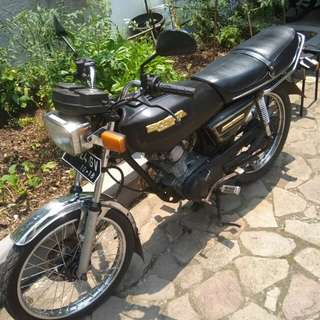 Jual motor Honda gl 100 th 82 surat lengkap pajak hidup,.mesin gres,.