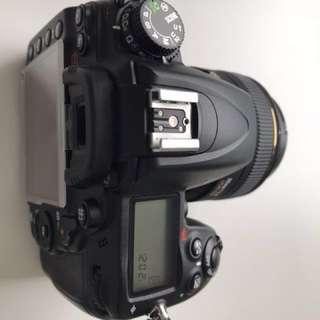 Nikon D7000 body and nikon SB700 flash