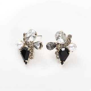 🚚 華麗水滴寶石鋼針耳環