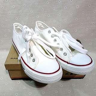 帆布鞋 休閒鞋 白色 布鞋 歐碼43 全新
