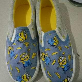 Sepatu H & M versi Minion like NEW hanya 1x pakai dalam mall, size 29 insole 17cm