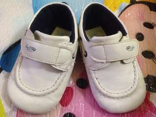 Junior's white shoes