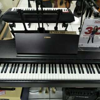Yamaha Digital Piano R103