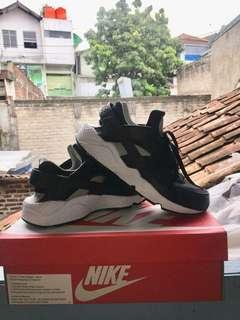 Nike Huarache size 41